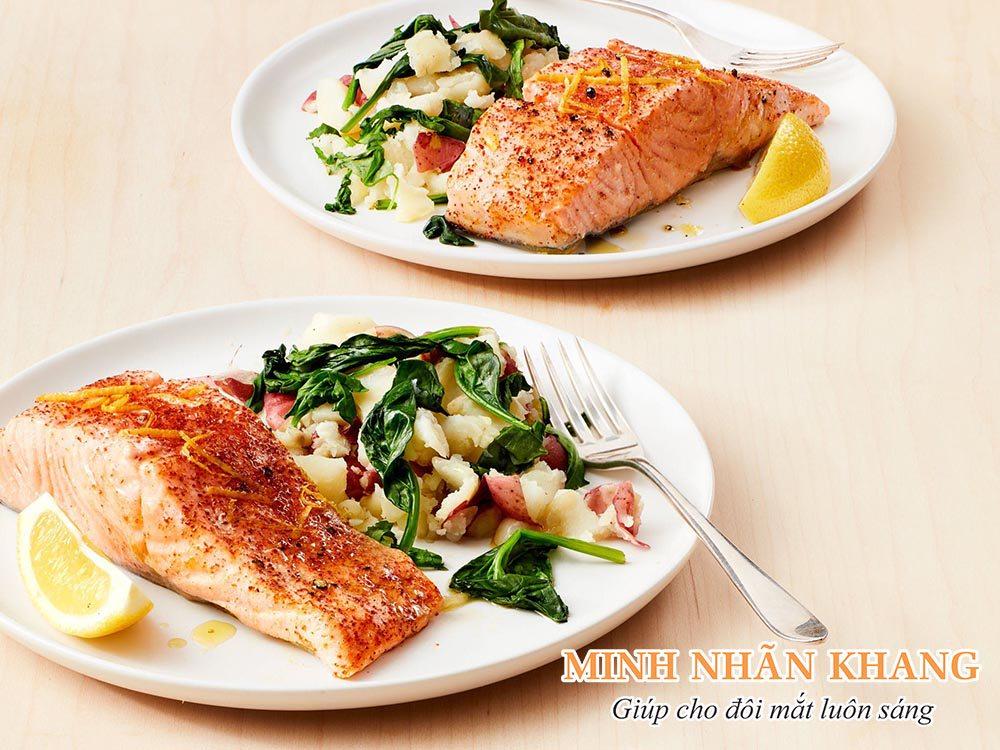 Các món ăn từ cá biển là đáp án chính xác cho câu hỏi ăn gì bổ mắt